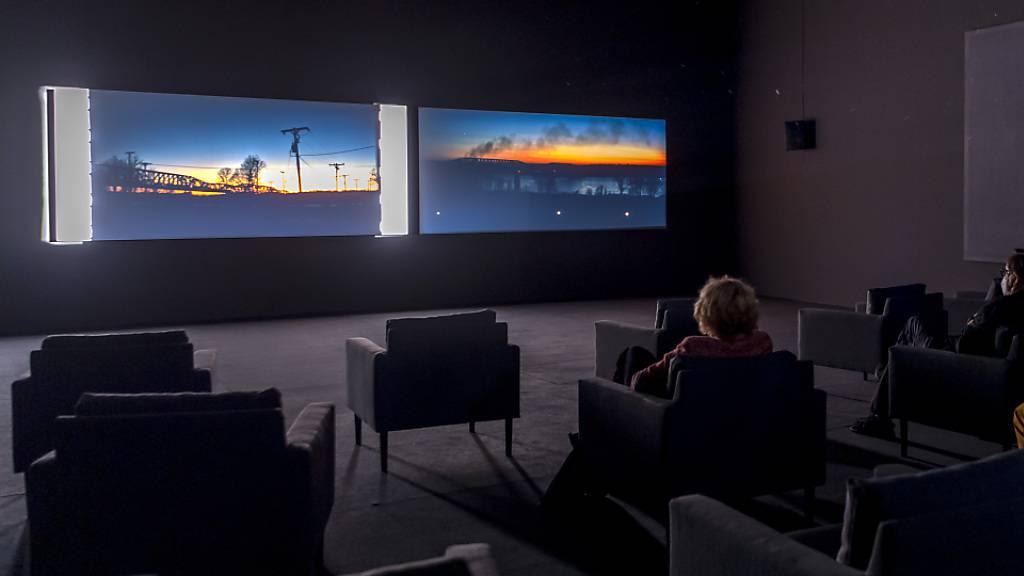 Die Doppelfilmprojektion «Antigone» der britischen Künstlerin Tacita Dean im Kunstmuseum Basel.