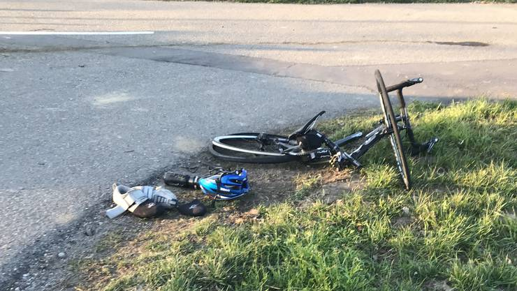 Der Fahrradfahrer zog sich bei der Kollision mit dem Traktor mehrere Knochenbrüche zu.
