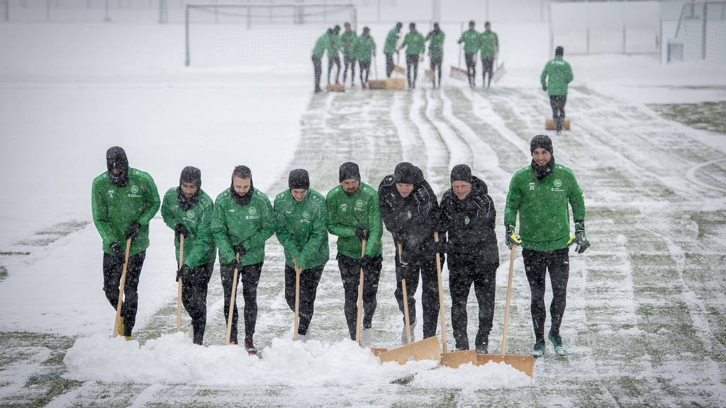 FCSG-Spieler mussten gestern Schneeschaufeln