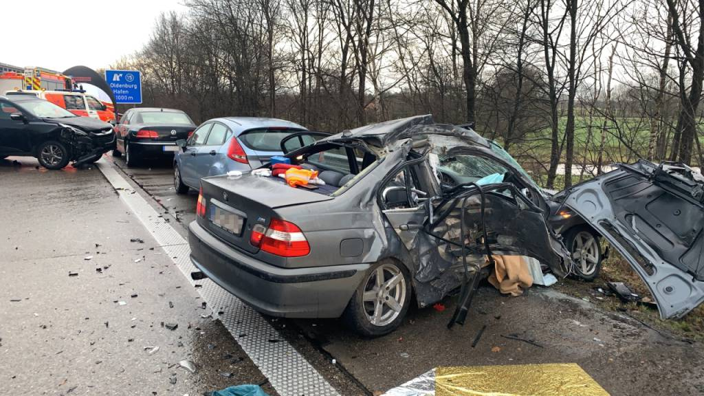 1 Toter und 11 Verletzte bei Massenkarambolage auf Autobahn