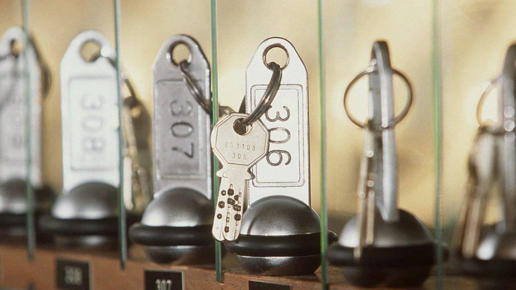 Zunahme der Logiernächte: An den Hotelrezeptionen wurden im Juli mehr Zimmerschlüssel ausgehändigt. Archiv)