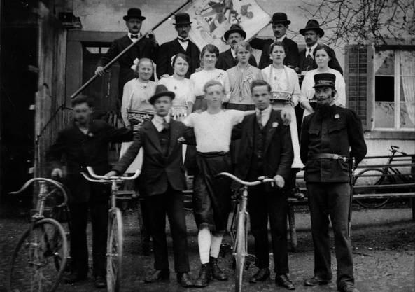 1916: Die Jungmannschaft bei der Eierläset in Rütihof