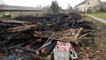 Die Brandserie in Elgg ZH: Ein ausgebrannter Reitstall liegt in Trümmern, am Donnerstag, 24. November 2011, in Elgg.