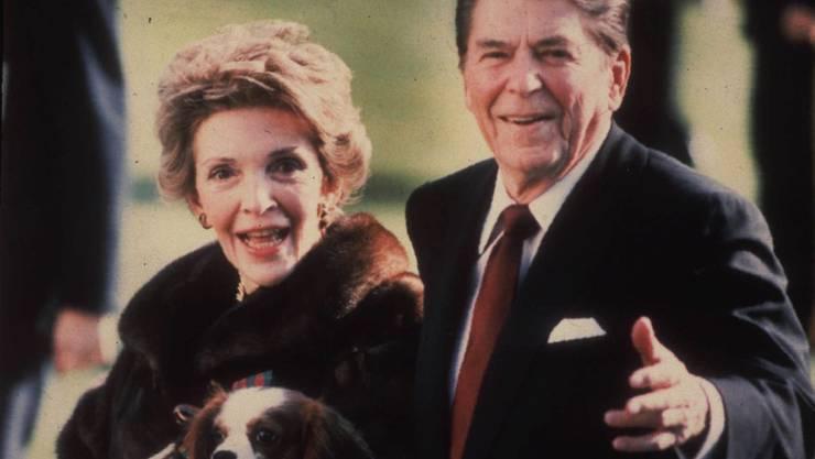 Nancy mit ihrem Ehemann Ronald Reagan 1986 während dessen zweiten Amtszeit