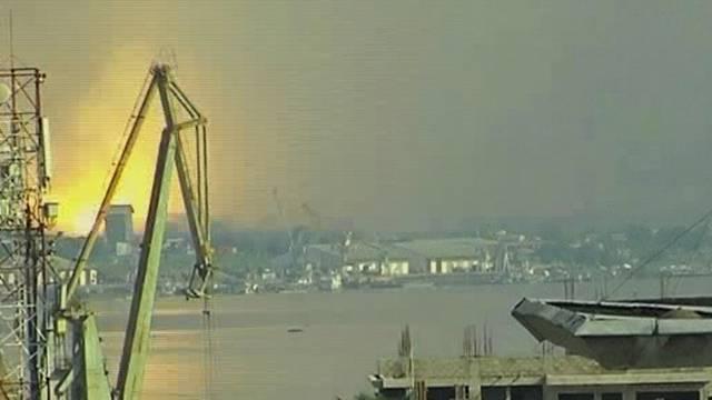 Blick von Kinshasa - auf der anderen Seite des Kongo-Flusses - auf eine Explosion in Brazzaville