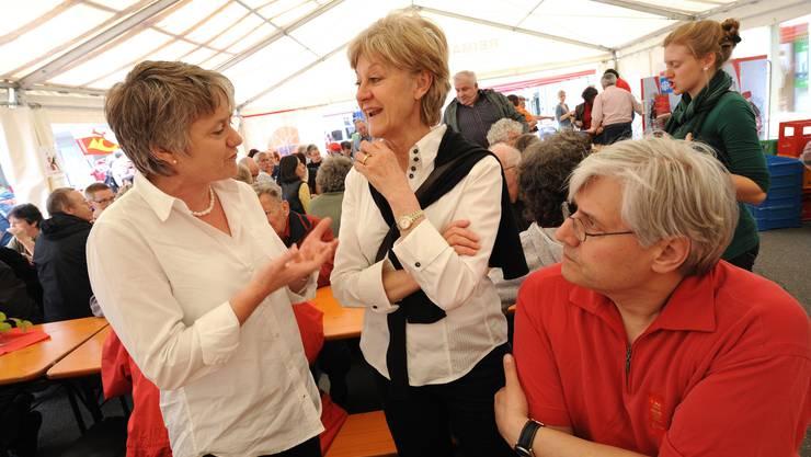 Die Zürcher Nationalrätin Jacqueline Fehr (links) im Gespräch mit SP-Parteikollegin Susanne Leutenegger Oberholzer.