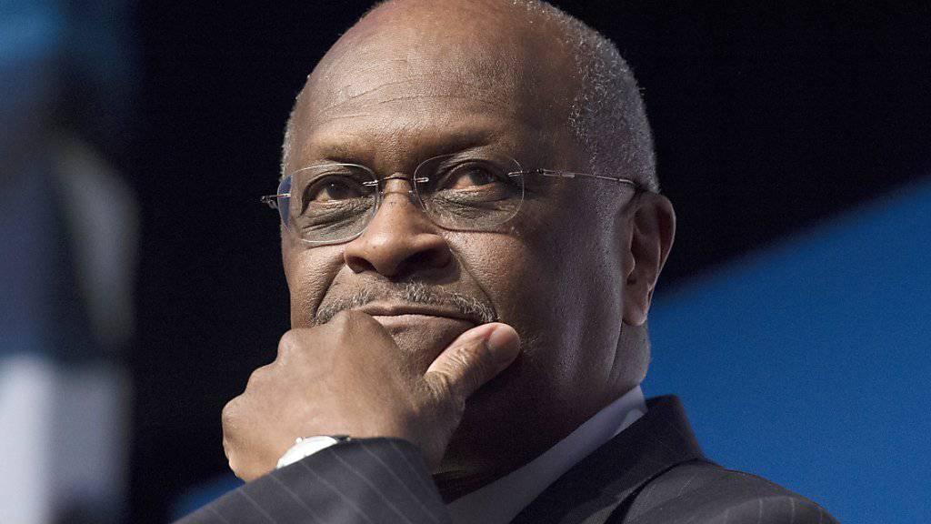 Herman Cain, einer der umstrittenen Kandidaten von US-Präsident Trump für das Direktorium der Notenbank Fed strebt den Posten nicht länger an. (Archivbild)