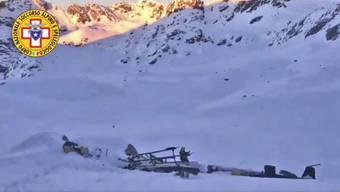 Am Rutor-Massiv im Aostatal über dem Rutor-Gletscher kamen beim Zusammenstoss zwischen einem Hubschrauber und einem Kleinflugzeug mindestens fünf Menschen ums Leben