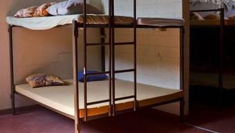 Sollen straffällige Asylbewerber in geschlossene Zentren untergebracht werden? (Symbolbild)