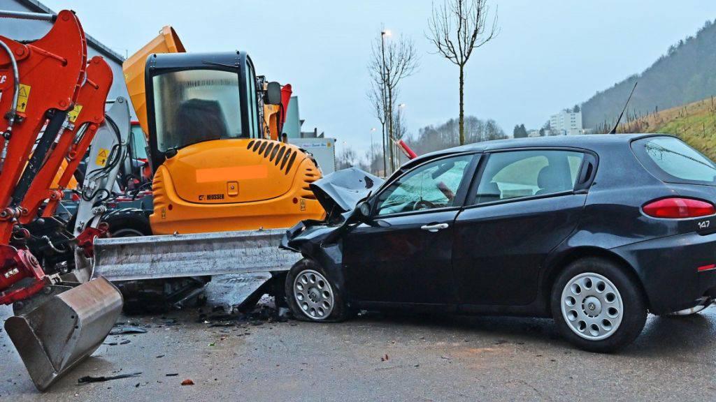 Die Schaffhauser Polizei fand Blutspuren im verlassenen Unfallauto und leitete eine Suchaktion nach dem Fahrer ein.