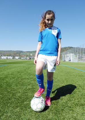 «Girls wanted» hat Samira Corina überzeugt: «Ich möchte mich unbedingt beim FC Schlieren einschreiben!» Der Fussball liegt bei ihr in der Familie: Ihr kleiner Bruder spielt bei GC Juve und der Vater ist Kinderfussballtrainer.