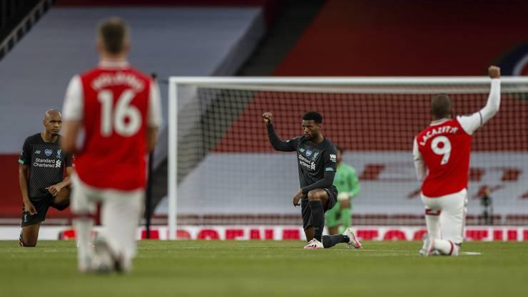 Spieler von Arsenal und Liverpool setzen ein Zeichen für die «Black Lives Matter»-Bewegung.
