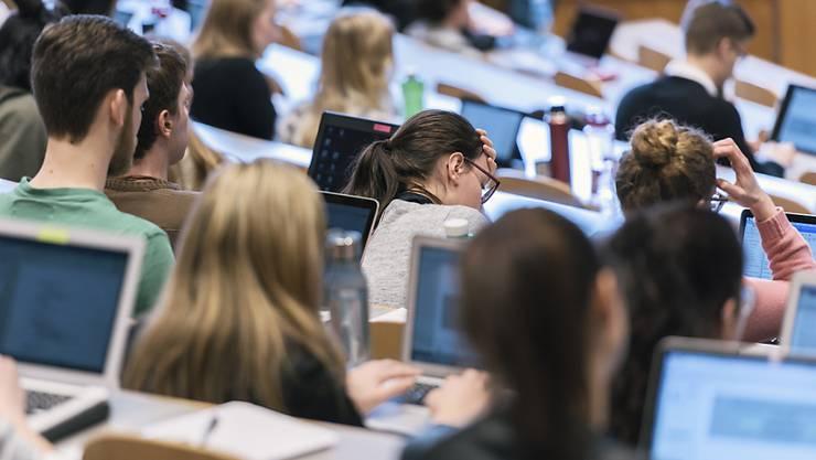 Der Anteil der Frauen mit Hochschulabschluss ist in den vergangenen zehn Jahren doppelt so schnell gestiegen wie jener der Männer. (Symbolbild)