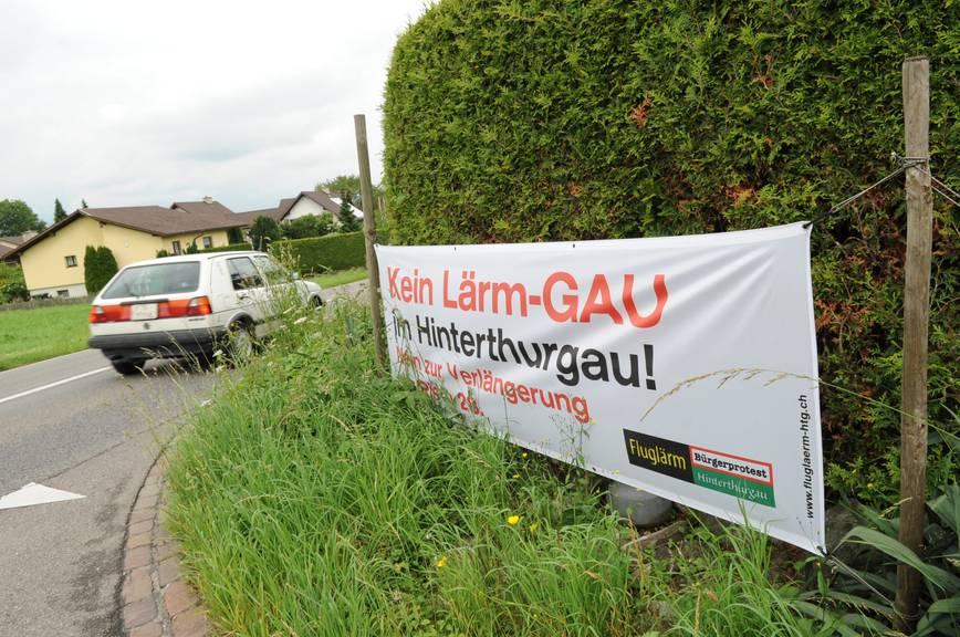 Plakat gegen Fluglärm in Sirnach aus dem Jahr 2010.