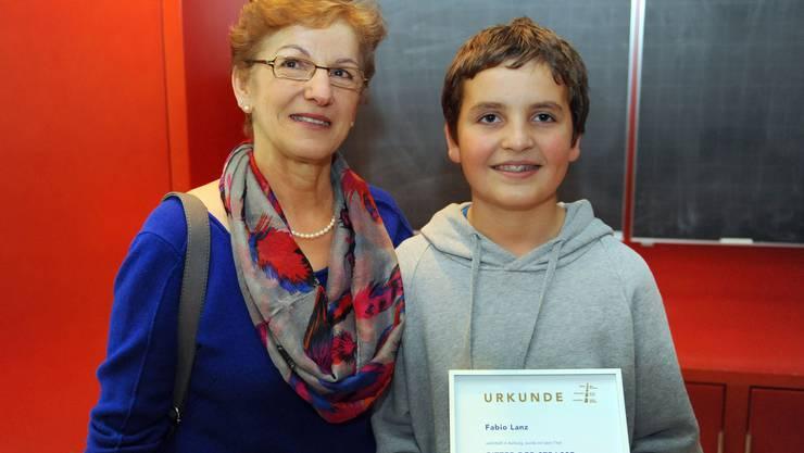 Der 11-jähriger Fabio Lanz hat Hanni Bider das Leben gerettet. Jetzt wurde er ausgezeichnet.