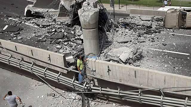 Brückeneinsturz nach Erdbeben am 27.2.10 in Chile (Archiv)