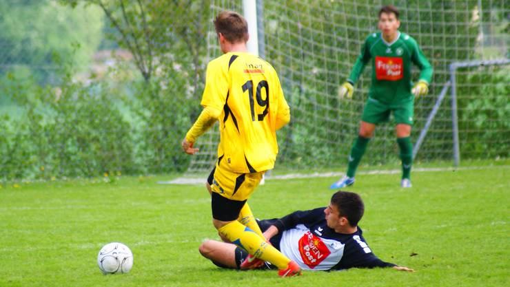 Marco Stara grätscht gegen Red Star.