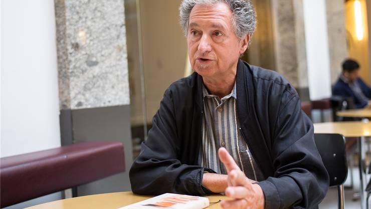 Der 69-jährige Basler Autor Rudolf Bussmann hat seinen ersten E-Mail-Roman geschrieben.