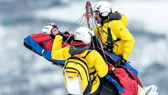 Hannes Reichelt wird nach seinem Sturz mit dem Helikopter abtransportiert.
