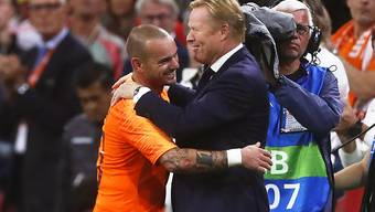 Wesley Sneijder und Elftal-Coach Ronald Koeman feiern gemeinsam