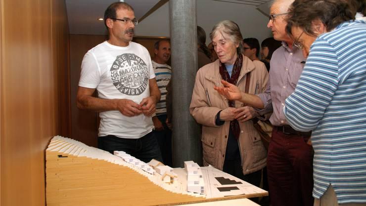 Daniel Stalder von der Planteam S AG erklärte an der Infoveranstaltung im November den Gestaltungsplan Juch.