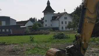 Ein Bauprojekt war der Anlass für die Diskussion über den Glockenschlag des Schulhauses (hinten).