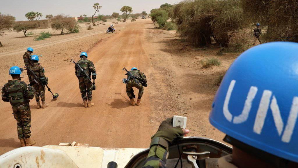 Ein Convoy mit Soldaten der Uno-Mission Minusma patroulliert in Mali. Die Uno warnt mittlerweile, dass die Ereignisse in dem Land «sehr besorgniserregend» seien. (Archivbild)