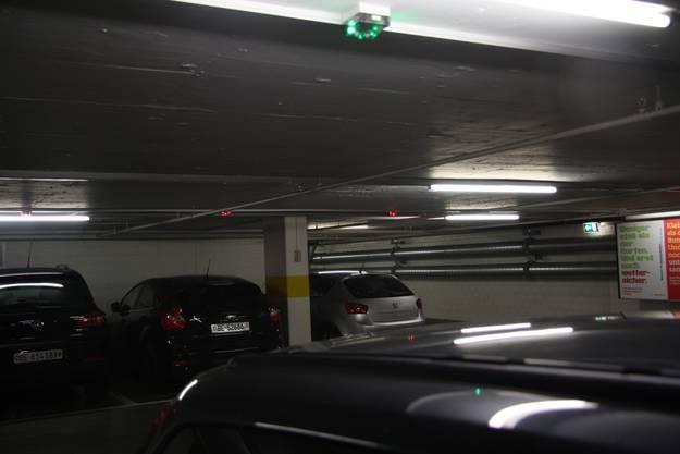Kinderkrankheit - trotz grünem Licht ist dieser Parkplatz besetzt