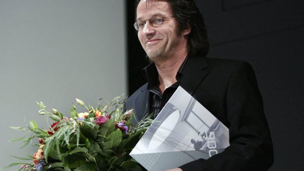 Der deutsche Schriftsteller Ralf Rothmann - hier 2006 bei der Entgegennahme des Max Frisch-Preises - hat jetzt auch den Kleist-Preis erhalten. (Archivbild)