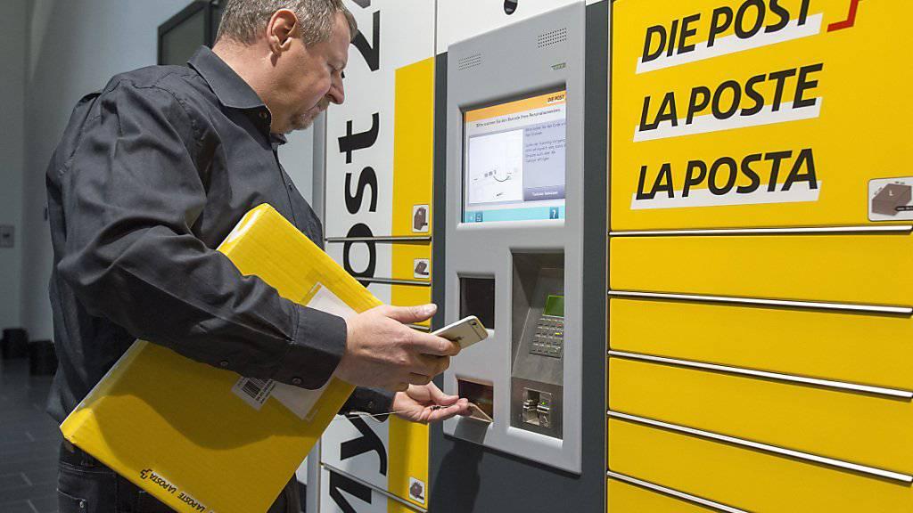 «My Post Automat» des Post-Netzes der Zukunft: Die Zukunft der Mitarbeiter des gelben Riesen beschäftigt die Sonntagszeitungen. (Archivbild)