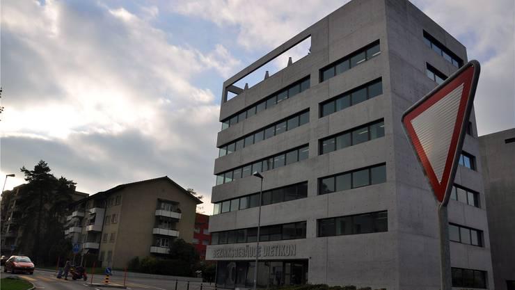 Zwei Schläge mit der Faust, zwei Schläge mit einem Radmutterschlüssel: Nun hat das Bezirksgericht Dietikon den Täter im Schlieremer Parkplatz-Streit verurteilt.