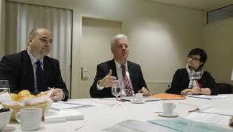 Sie präsentierten die Zahlen des Solothurner Verbandes der Raiffeisenbanken (v.l.): Vorstandsmitglied Giancarlo Grifone, Präsident Rolf Kissling und Vorstandsmitglied Rebecca Baumann.