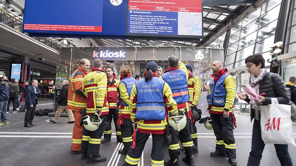 Der Bahnhof Luzern bleibt nach der Entgleisung eines Zuges am Mittwoch bis mindestens am Sonntagabend mehrheitlich lahmgelegt.