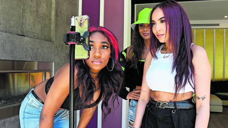 Bei Jugendlichen äusserst beliebt: Die Social Media App TikTok lädt zur öffentlichen Selbstinszenierung ein.
