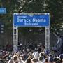 Tausende feiern die Umbenennung der Rodeo Road in Los Angeles in Barack Obama-Boulevard.
