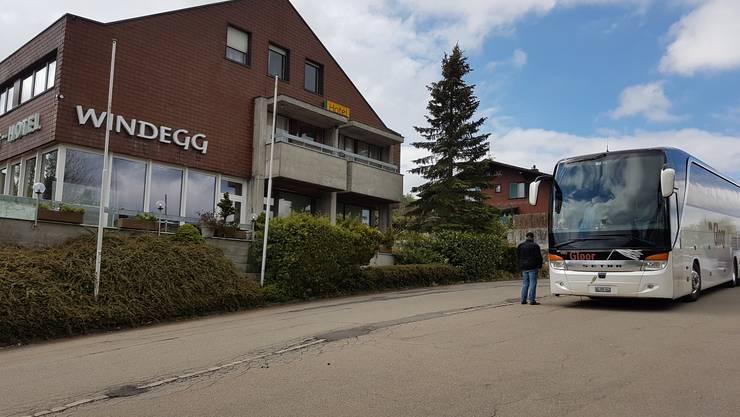 Bei Kaffee und Gipfeli stärkte sich die Reisegruppe im Restaurant Windegg