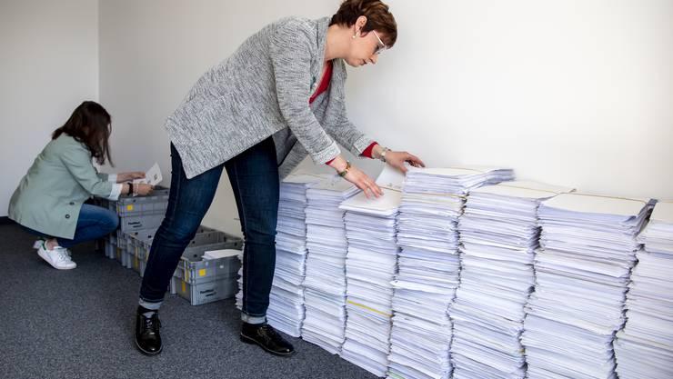 Die Anträge für Kurzarbeit sind zu Beginn der Krise explodiert (im Bild). Auch die Arbeitslosenkassen sind mit einem stark angestiegenen Antragsvolumen konfrontiert