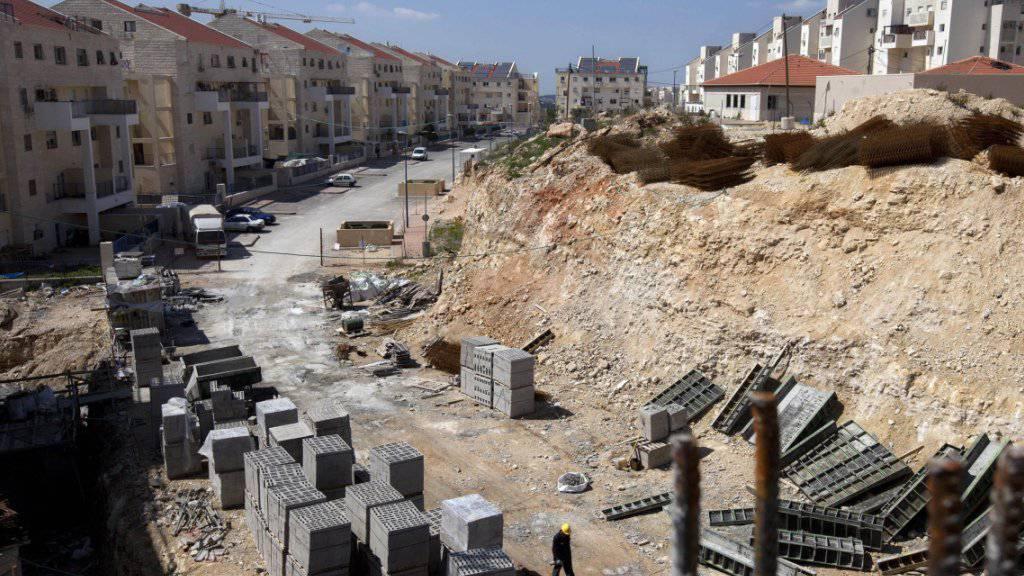 Bauarbeiten in einer jüdischen Siedlung im palästinensischen Westjordanland. Die israelische Regierung hat weitere Siedlerwohnungen angekündigt. (Archiv)