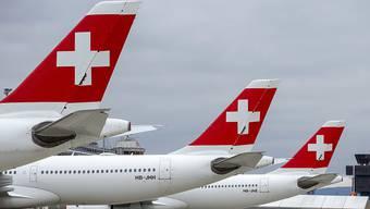 Die Fluggesellschaft Swiss kann den Flugbetrieb im Winter wohl nicht so wie erhofft hochfahren. Die Swiss dürfte von November bis März wahrscheinlich maximal nur 40 Prozent der Flugkapazitäten des Vorjahres anbieten.(Archivbild)