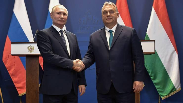 Zwei umstrittene autoritäre Staatschefs: Viktor Orban (rechts) traf sich vergangene Woche mit Russlands Staatspräsident Vladimir Putin.