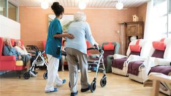 Die Klage eines Krankenversicherers gegen ein Solothurner Alters- und Pflegeheim wurde abgewiesen. Damit wird gleichzeitig die im Kanton gültige Regelung zur Bemessung der Taxen im Bereich der Pflege bestätigt.