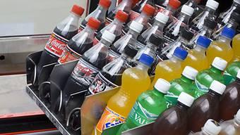 Mit Süssgetränken hat man den Tagesbedarf an Zucker schnell gedeckt. (Symbolbild)