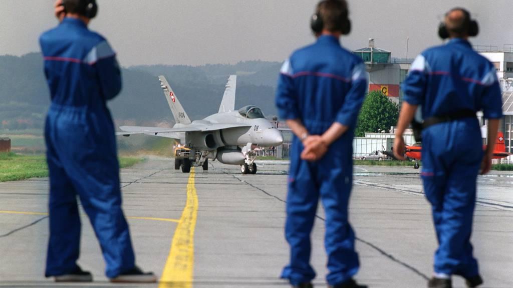 Hauchdünnes Ja zu Kampfjets ++ Begrenzungsinitiative und Kinderabzüge gescheitert