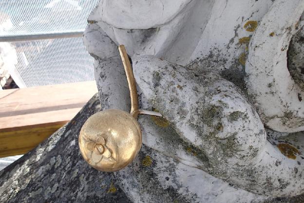 Dieser goldene Apfel wurde gestohlen.