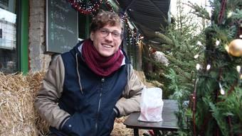 David Aerni (26) aus Widen liebt die Gegensätze und das Unerwartete in Berlin, wie zum Beispiel das Blumencafé an der Schönhauser Allee. andrea weibel