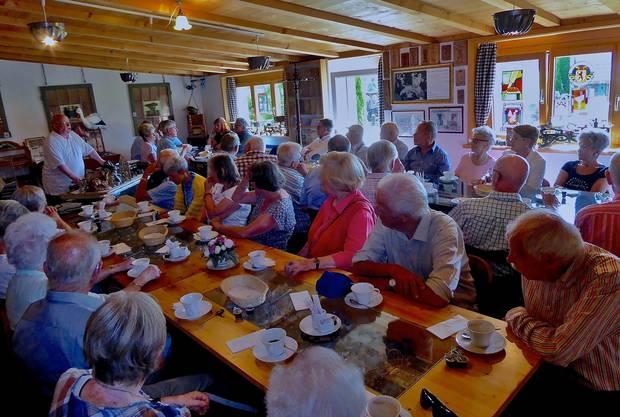 Kaffee-Gipfeli in den ehemaligen Käsereiräumen in Benken