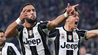 Zwei Torschützen: Mehdi Benatia (li.) und Paulo Dybala jubeln über einen hart erkämpften 2:1-Sieg