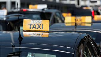 In einem kantonalen Gesetz sollen Minimalanforderungen für das Taxigewerbe festgelegt werden. Keystone