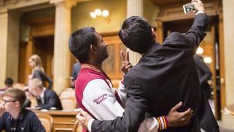 Viele gute Ideen und ein Selfie: Teilnehmer der diesjährigen Jugendsession im Nationalratssaal.