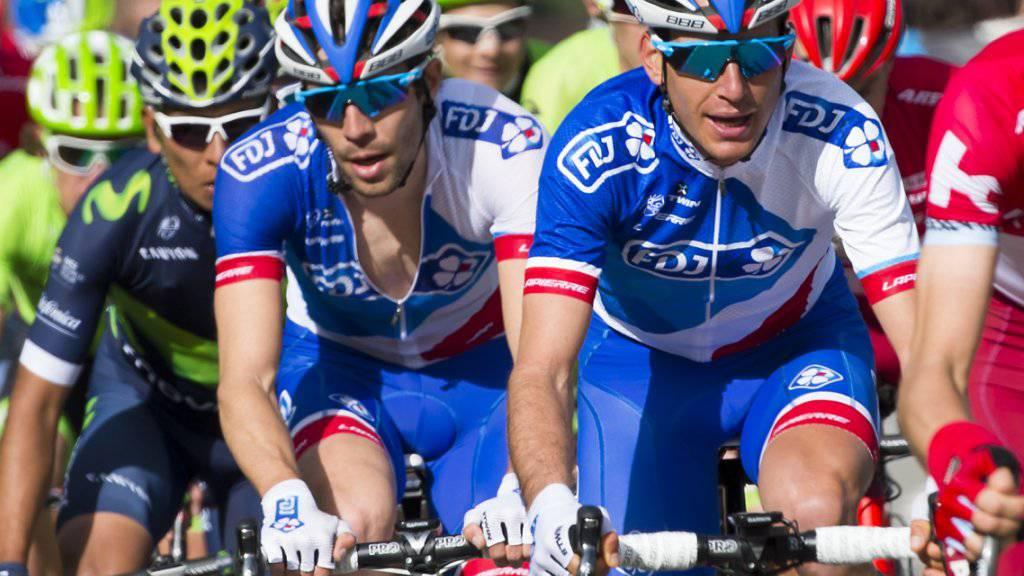 Sébastien Reichenbach (rechts) gibt seinem Teamleader Thibaut Pinot Windschutz